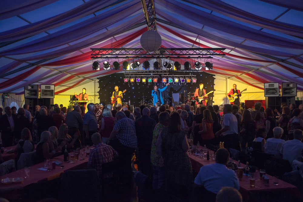 Showaddywaddy @ Linlithgow Marquee, Scotland - Ward Steedsy Associates