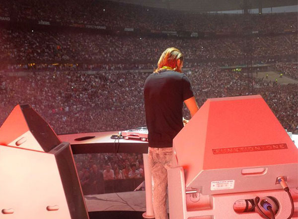 David Guetta using DJ Monitor PSM318 